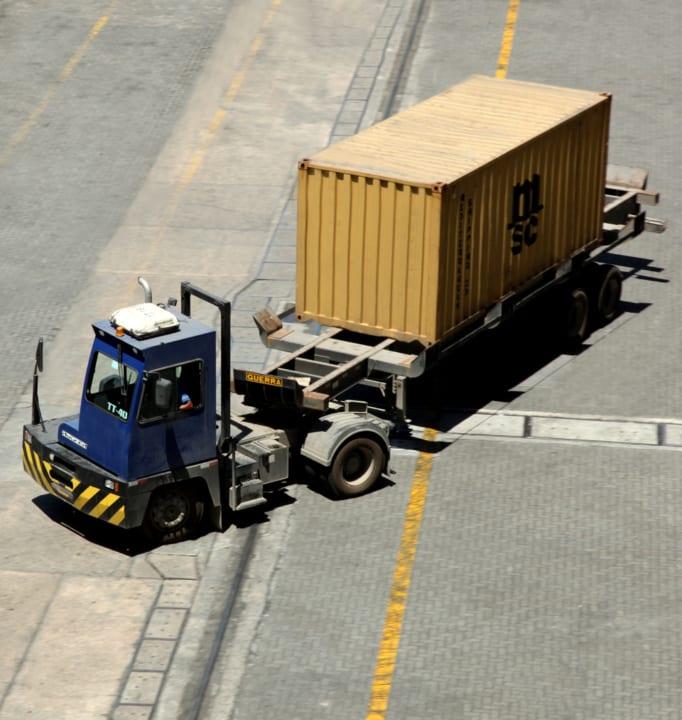 Terminal Tractor; Cavalo Mecanico